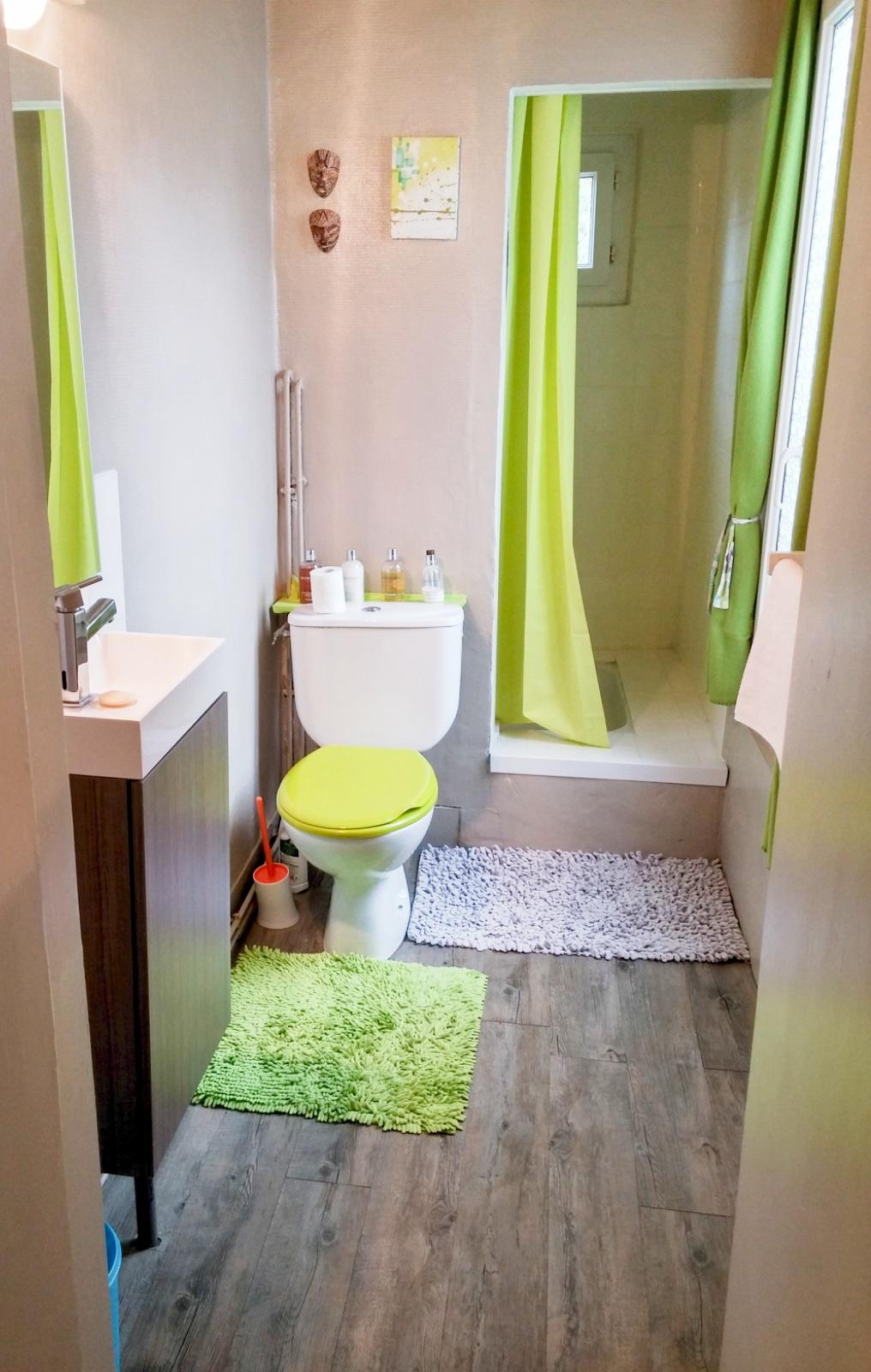 salle d eau 5m2 dco salle de bain design quelles sont les tendances with salle d eau 5m2. Black Bedroom Furniture Sets. Home Design Ideas